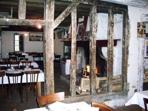 Salle de restaurant pour un mariage à Brocas